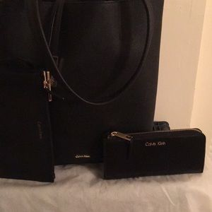 A beautiful Calvin Klein Bag with wallet